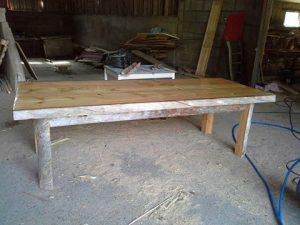 isopöytä
